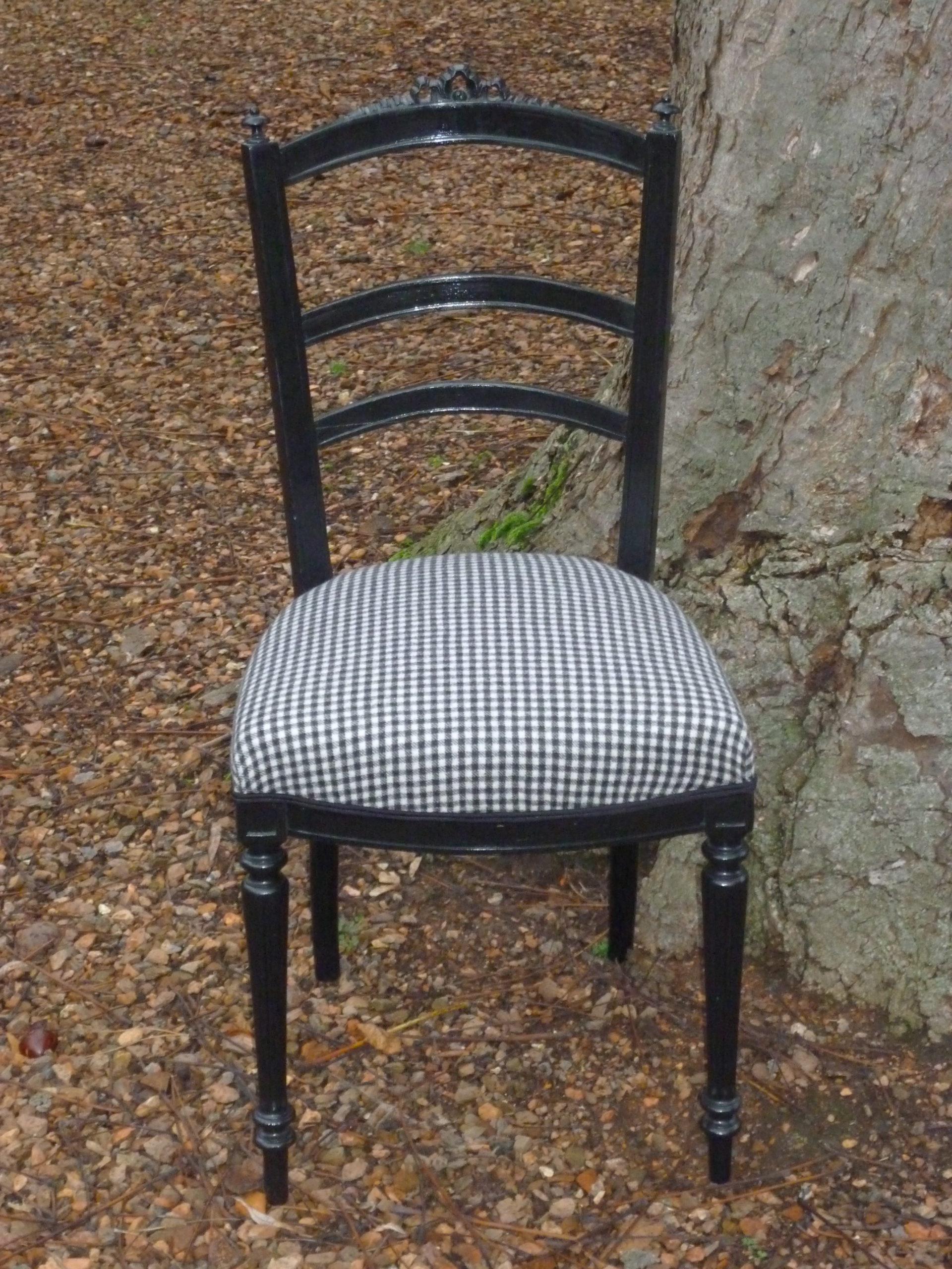 Copie de chaise noire (2)